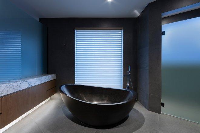 Free standing bath stone bath